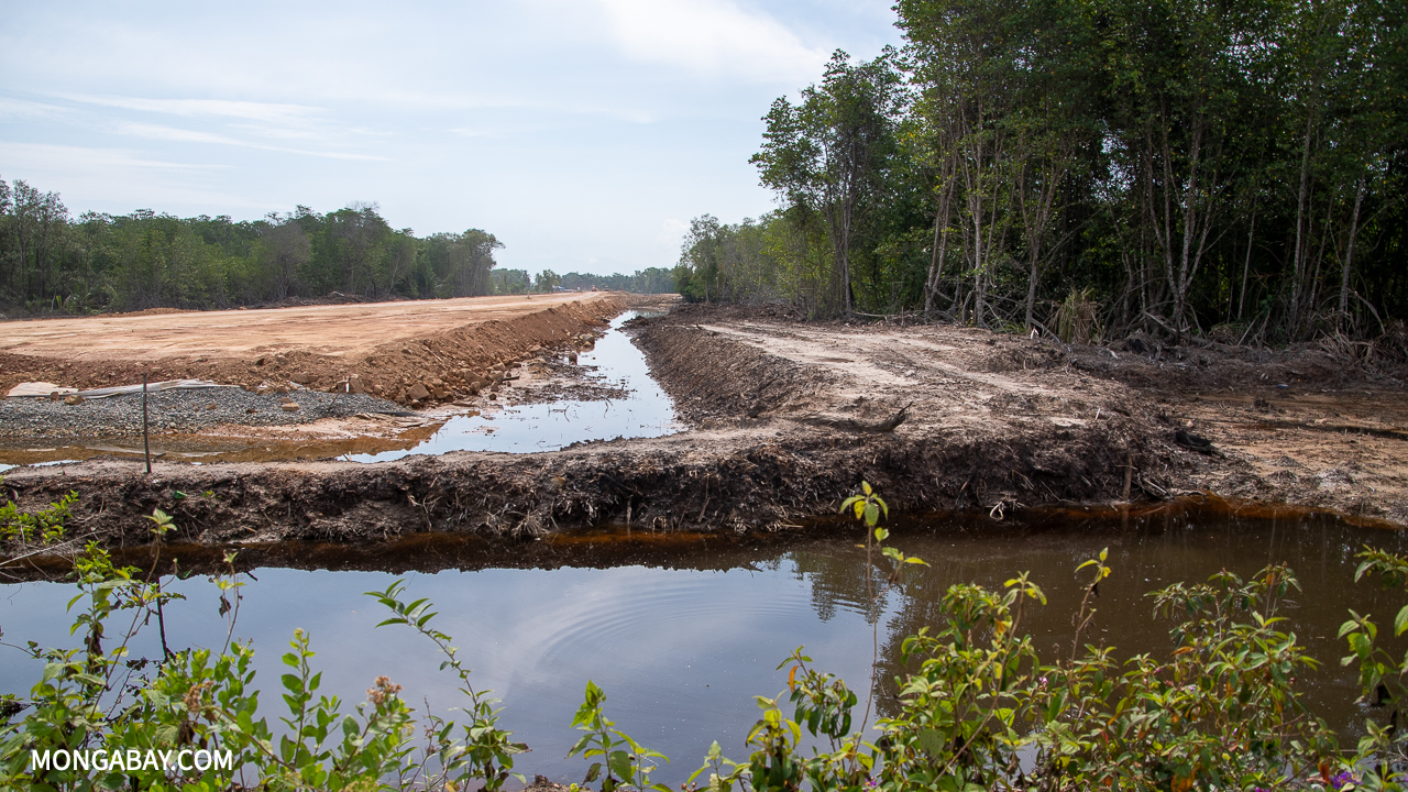 Construction on the Pan Borneo Highway in northern Sabah. Image by John C. Cannon/Mongabay.