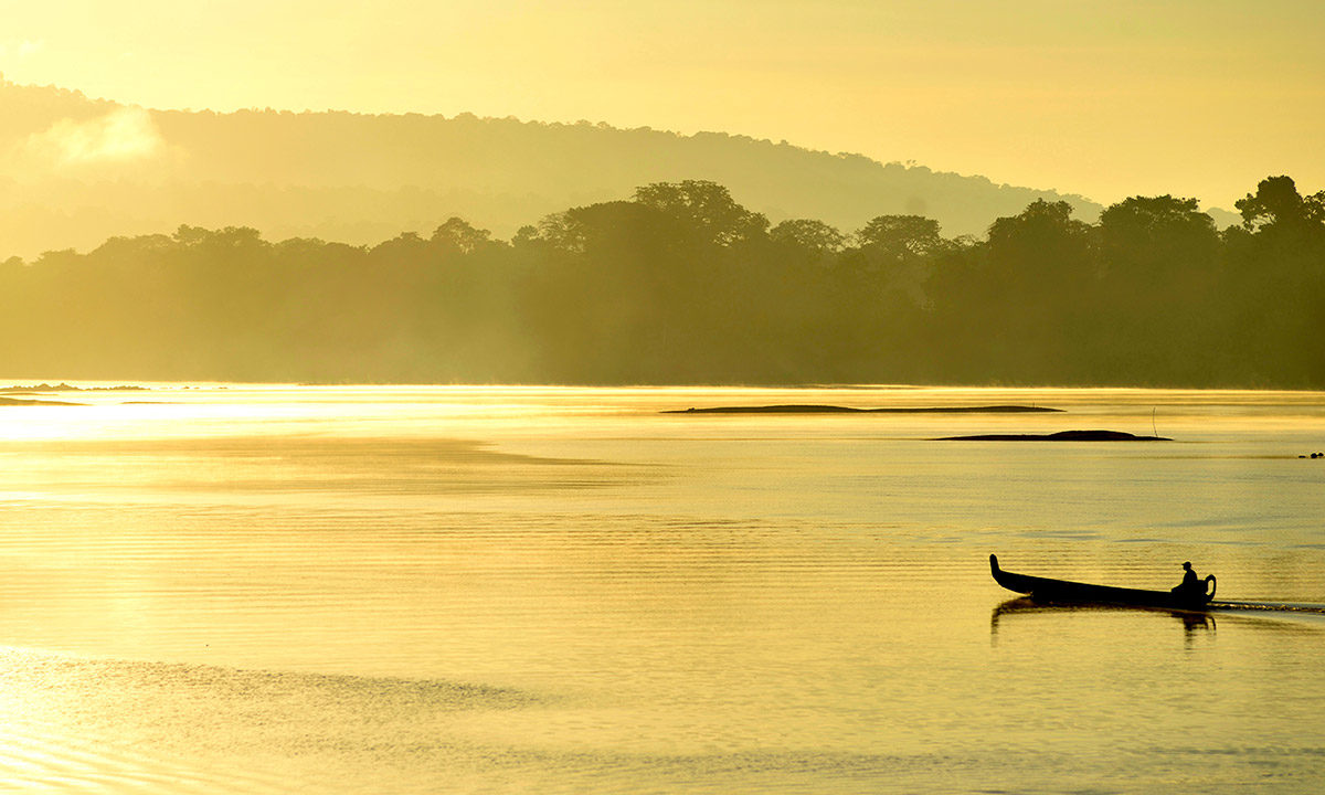 A canoe on the Maroni river, which forms the border between French Guiana and Suriname. Photo © Didier Gentilhomme.