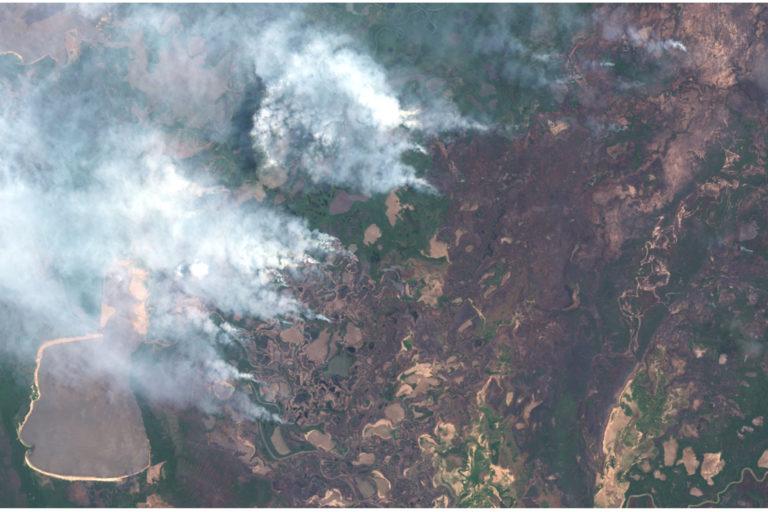 Satellite imagery shows fires spreading across Pantanal Matogrossense National Park in early November 2020.