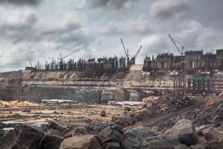 Construction of Belo Monte Dam, on the Xingu river, Belo Monte Site. Altamira, Pará, Brazil. Credit line: © Carol Quintanilha / Greenpeace