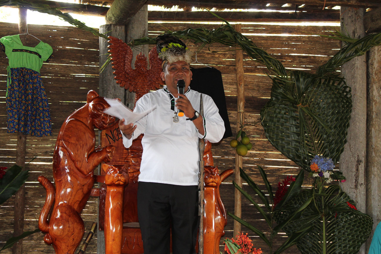 Reynaldo Santana, the king of the Naso, speaks to a crowd. Image courtesy of the National Coordinator of Indigenous Peoples in Panama (COONAPIP).