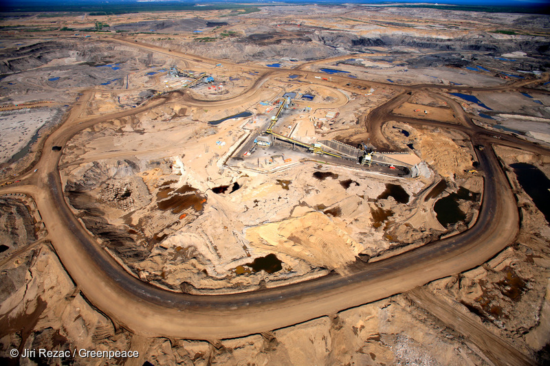 Aerial view of Syncrude Aurora tar sands mine in the Boreal forest north of Fort McMurray, northern Alberta. Photo © Jiri Rezac / Greenpeace