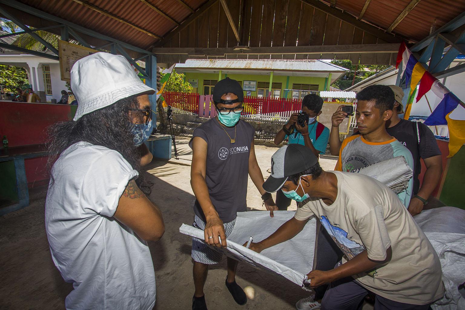 EcoNusa work with SLANK for Marine Education in Eastern Indonesia. Photo credit: EcoNusa