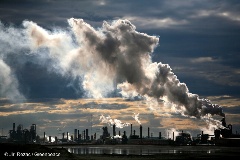 View of smoke plumes emitted from the Syncrude upgrader plant north of Fort McMurray in Alberta, Canada. Photo © Jiri Rezac / Greenpeace