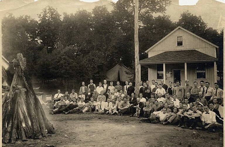 Gifford Pinchot (center, with dog), the first head of the U.S. Forest Service, pictured with attendees at a forestry camp. Image by Unknown via Wikimedia Commons (Public domain).