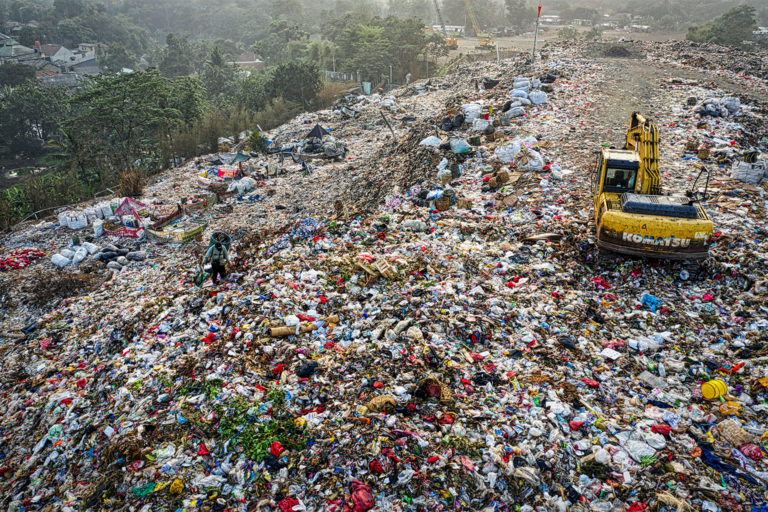 Unsegregated waste in an Indonesian landfill. Image by Tom Fisk via Pexels.