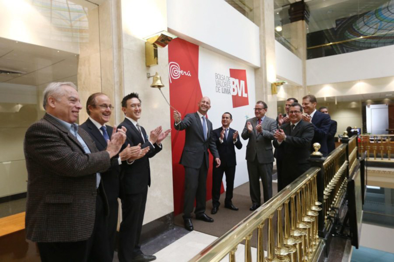 Dennis Melka and other leaders of Cacao del Peru Norte at the Lima Stock Exchange. Image by the Lima Stock Exchange.