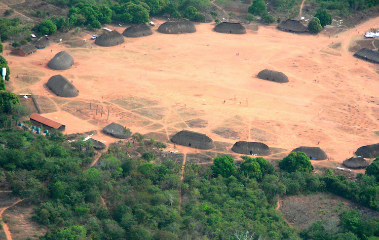 A Kuikuro community in Xingu Indigenous Park. Image by Pedro Biondi/ABr via Wikimedia Commons (CC BY-SA Brazil).