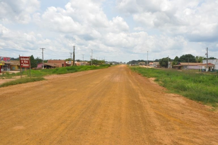 This portion of BR-319 may soon be paved. Image courtesy of Fernanda Meirelles, Idesam/ Observatório BR-319.