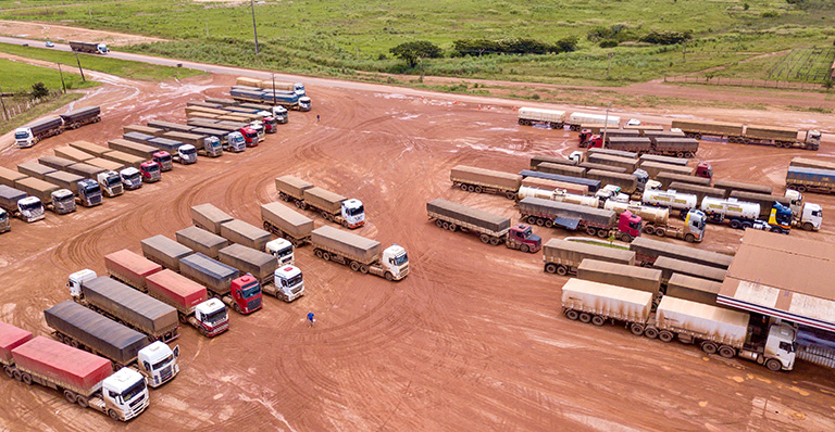 Investment in bulk transport systems is a priority as inefficient trucking systems are replaced by waterways and railroads: Parking lot of a truck service center on BR-163 in northern Mato Grosso