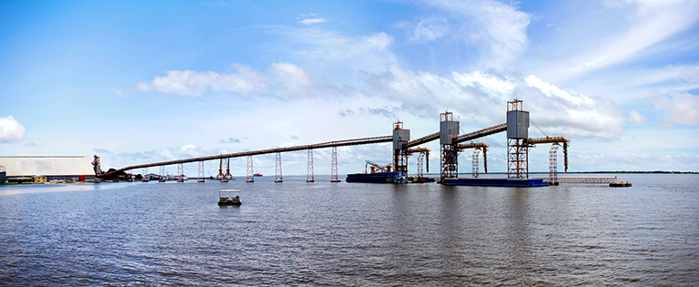 The grain terminal at Santarem is one of several ports that export soy and maize cultivated in the Southern Amazon. © Tracisio Schnaider / shutterstock.com