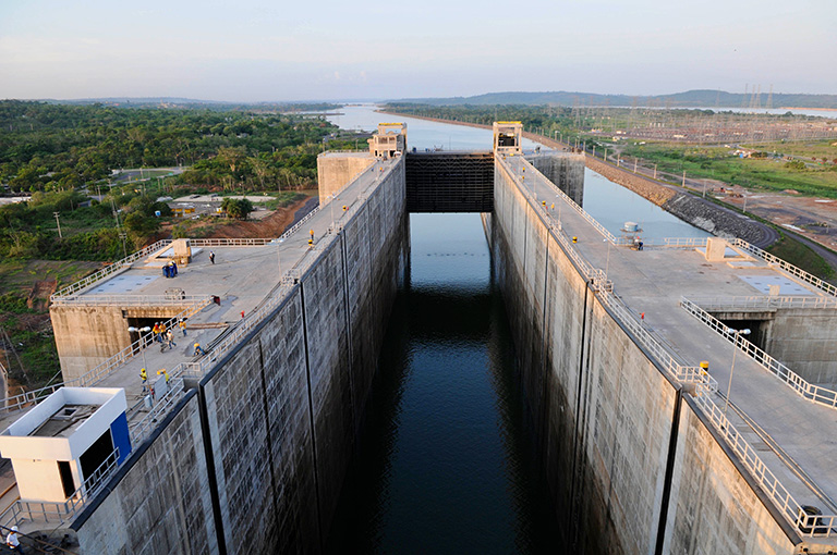 If the government's plans come to fruition, the run-of-river dam at Estreito will be modified to incorporate a lock that would extend the waterway several hundred kilometres upstream. PAC collection at flickr.com; CC BY-NC-SA 2.0.