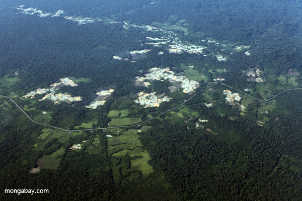 Aerial imagery from Peru shows development and deforestation extending from roads into forest. Photo credit: mongabay.com