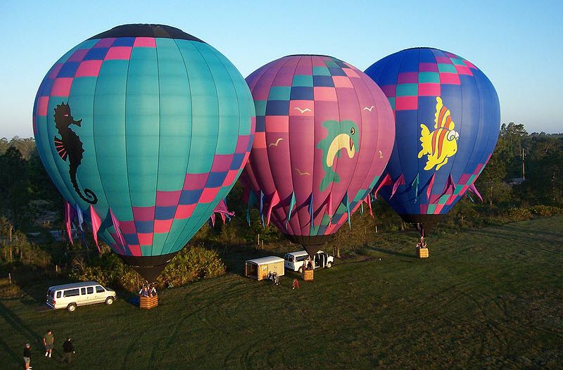 3 balloons ready for take-off_BlueWaterBalloons_Terriharris Wikimedia