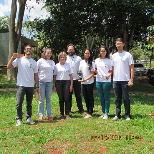 Work team with NIRS scanners. From left to right: Diego Carvalho (chemistry student), Tereza Pastore (wood chemist), Vera Coradin (wood anatomist), Alexandre Gontijo (wood anatomist), Liz Soares (chemistry student), Nayara Guimarães (chemistry student) and Jez Braga (chemiometrist). Photo: Project NIRS ID.