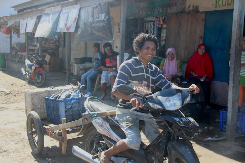 A man transports low-quality skipjack tuna to the local market in Lambuhan Lombok, Indonesia. If the fish had been kept fresher it would be frozen and processed to sell as canned tuna in the U.S. or Europe. Photo by Melati Kaye.