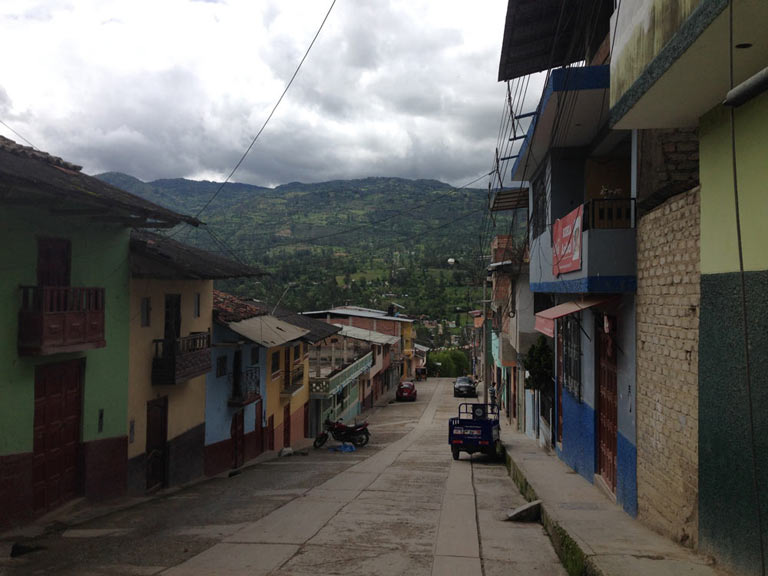 The streets of Chota in the Cajamarca region. Here two cultures and two legal systems collide, one based on Roman Law and modern jurisprudence, the other based on Incan Law, generating a conflict between government and multinational corporations on one side and the local ronderos on the other. Photo credit: Verónica Goyzueta.