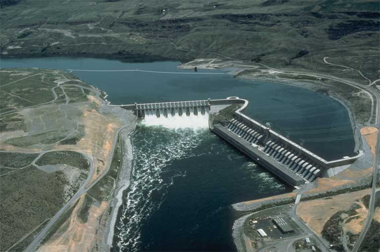The Chief Joseph Dam in Washington State is an example of a major run-of-the river hydroelectric project without a sizeable reservoir — offering better connectivity than a dam with a large impoundment. Photo courtesy of the US Army Corps of Engineers.
