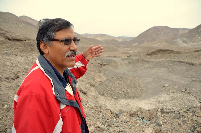 Mayor Helar Valencia of Cocachacra, pointing out where the Tia Maria mine will be dug. Photo by Justin Catanoso.