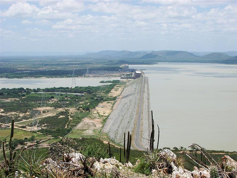 Brazil's Sobradinho dam. The new study suggests that the water flows for Brazil's four largest power stations — Itaipu, Furnas, Sobradinho and Tucuruí — will decline from 38% to 57% by 2040, seriously reducing their energy output and forcing Brazil to rethink its reliance on hydropower. Photo by Glauco Umbelin licensed under the Creative Commons Attribution 2.0 Generic license