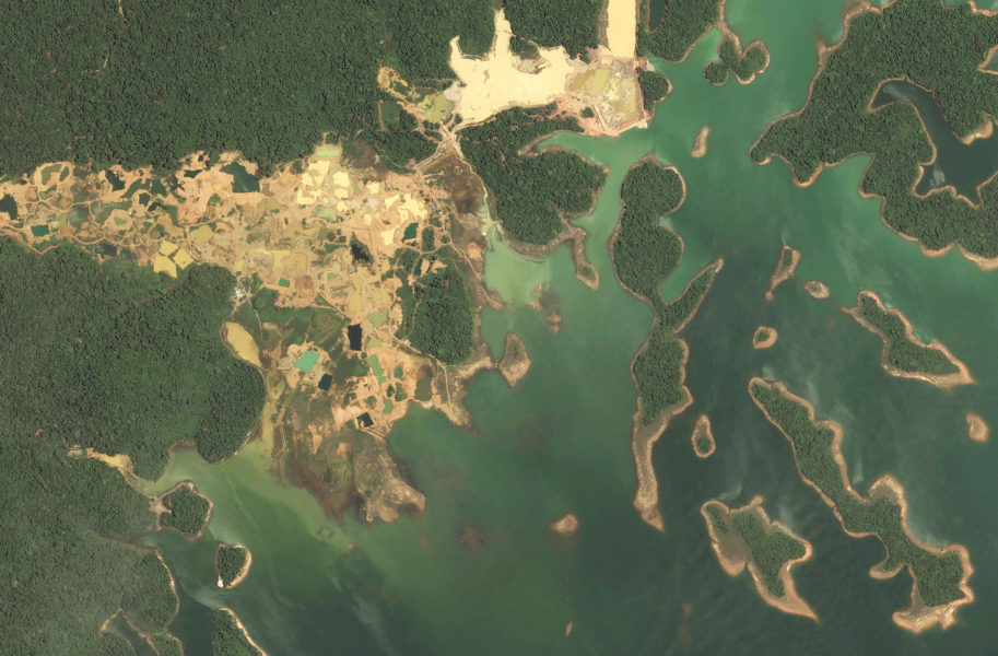 A gold mine occupies the shores of Brokopondo Reservoir in central Suriname. Image courtesy of the ACT.