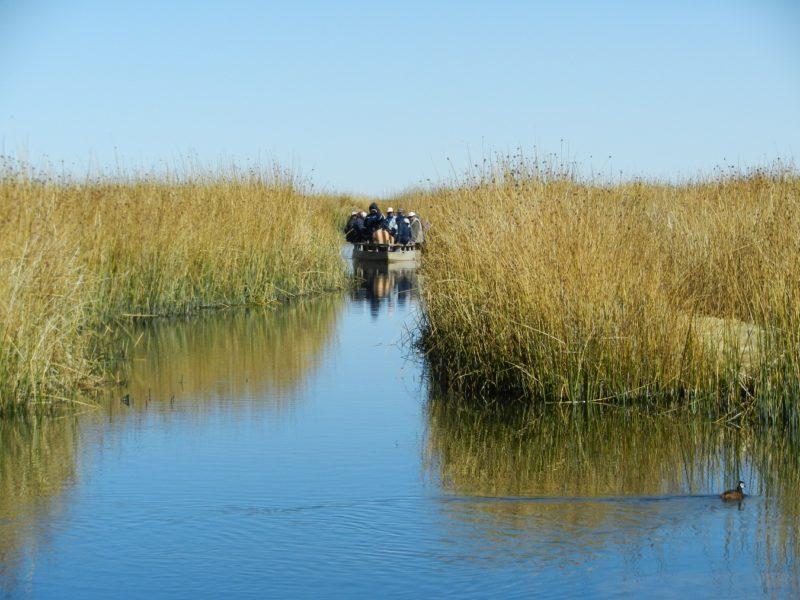 Botes ingresando por el Lago Poopó cuando todavía tenía agua. Fuente: CEPA.