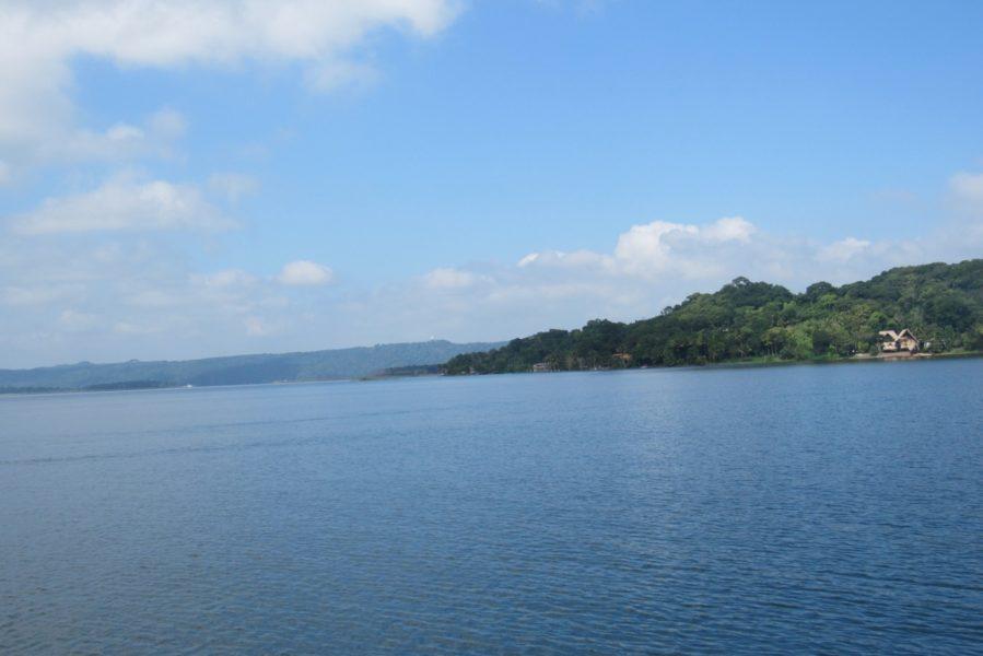 El lago Petén-Itza, situado muy cerca de la zona de usos múltiples de la Biósfera Maya, donde opera un mecanismo REDD que el gobierno guatemalteco celebra. Foto cortesía de Carlos Chávez.