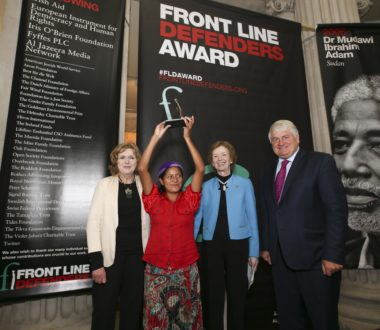 Ana Mirian Romero recibió el premio Front Line Defenders 2016 en Dublín, Irlanda. (Fotografía: Front Line Defenders)