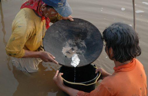 Mercurio en río colombiano. Fotografía de radiomacondo.fm