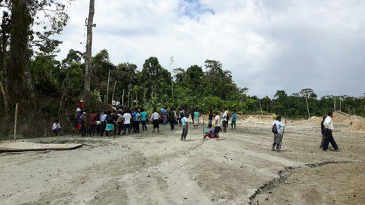 Intervención del Gobierno Autónomo Wampis a los mineros informales en la cuenca del río Santiago. Fotografía:Thomas Niederberger