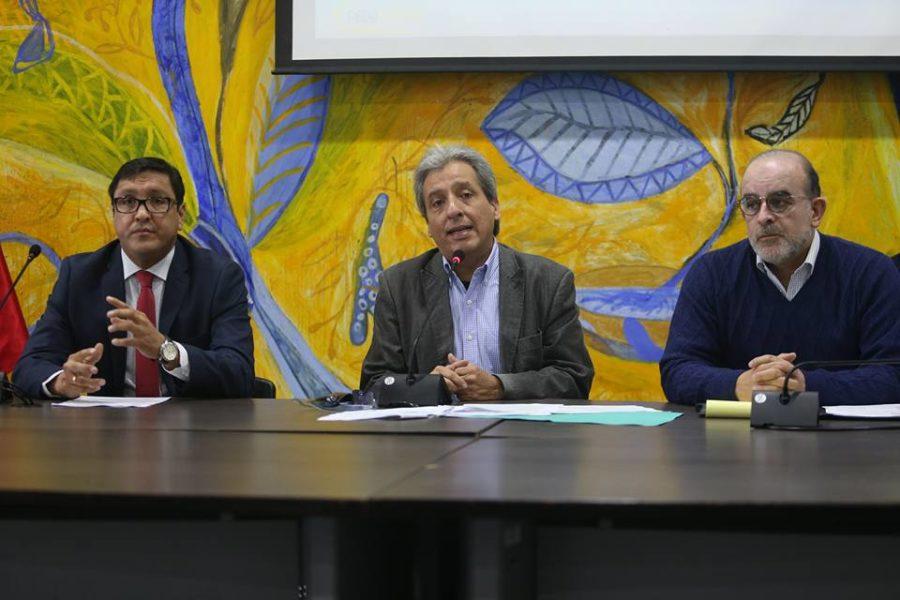 El miércoles 19 de junio se anunció repentinamente una conferencia del ministro del Ambiente para tratar el tema del reciente derrame de petróleo. Foto cortesía: Agencia Andina.