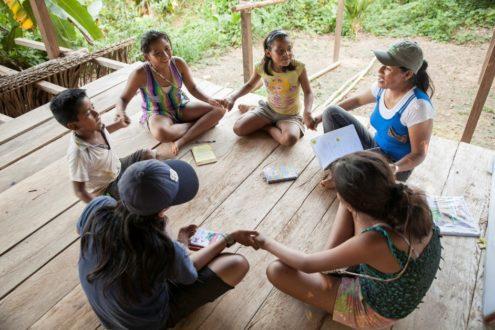 En la comunidad de Puerto Prado también se enseña la lengua originaria Kukama a las nuevas generaciones. Fotografía de Adrián Portugal.