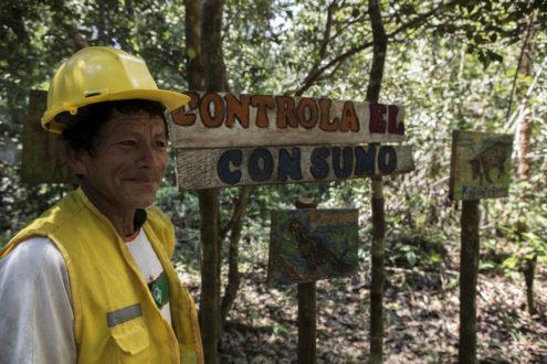 Campesino en una concesión forestal. Fotografía de Diego Pérez.