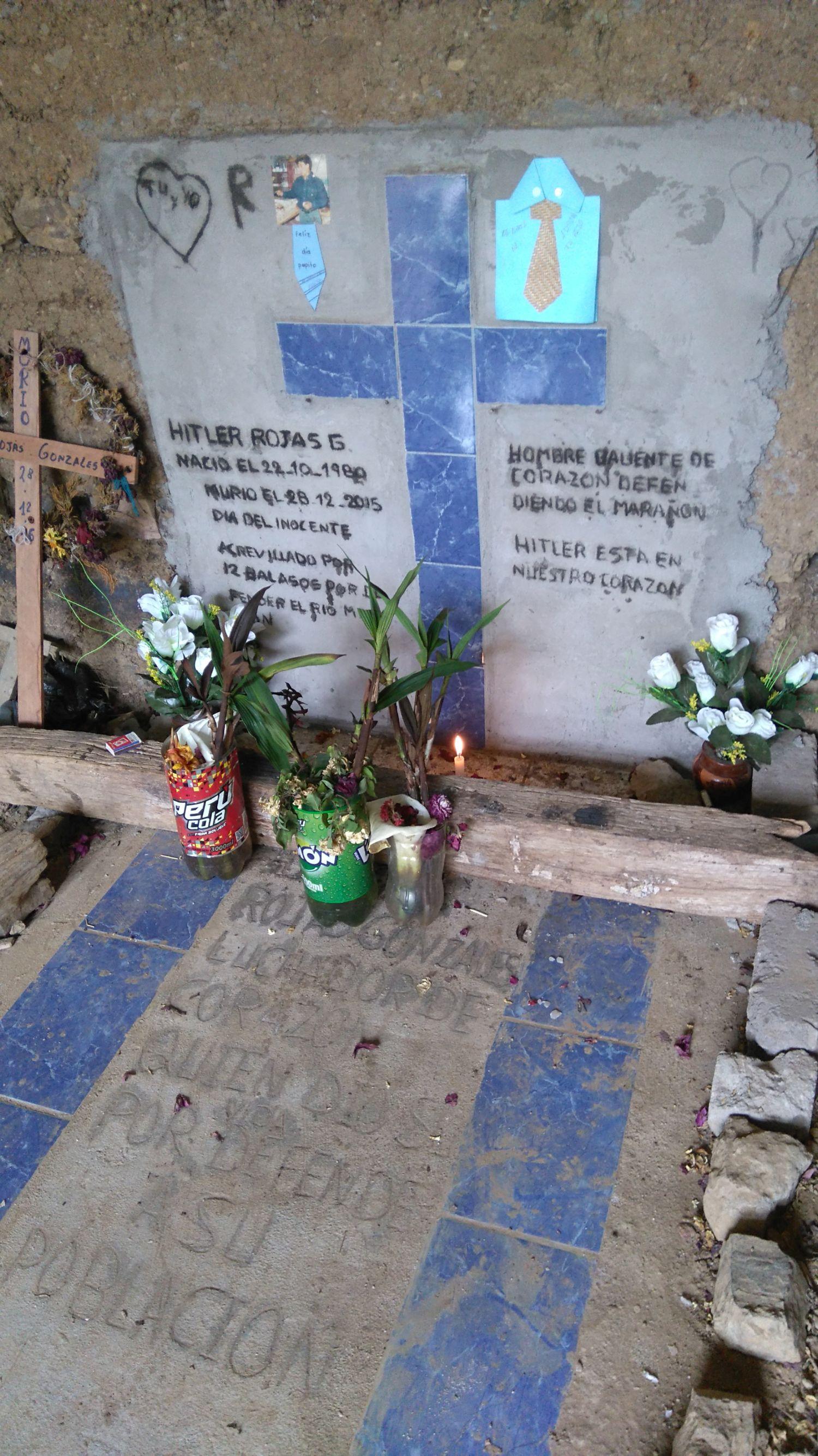 """Cuentan que el velorio y entierro de Rojas ha sido el más grande nunca antes visto en este rincón de Cajamarca. Este asesinato, como dicen en Yagén, los ha dejado """"traumados"""". Foto de Jack Lo"""