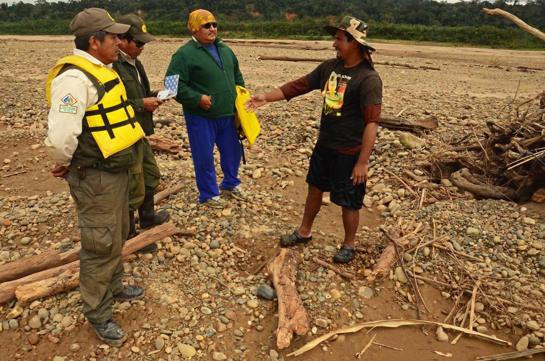 Minero ilegal encontrado sobre el río Beni en la Reserva la Biósfera Pilón Lajas. Foto: Eduardo Franco Berton.