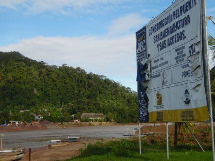 Cimientos del puente en Rurrenabaque. Foto de Mónica Oblitas