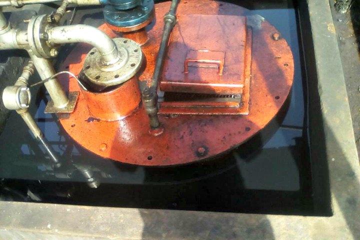 Pozo de donde se rebalsó el petróleo en Capahuari Sur. Fotografía de Leonardo Tello/Radio Ukamara.
