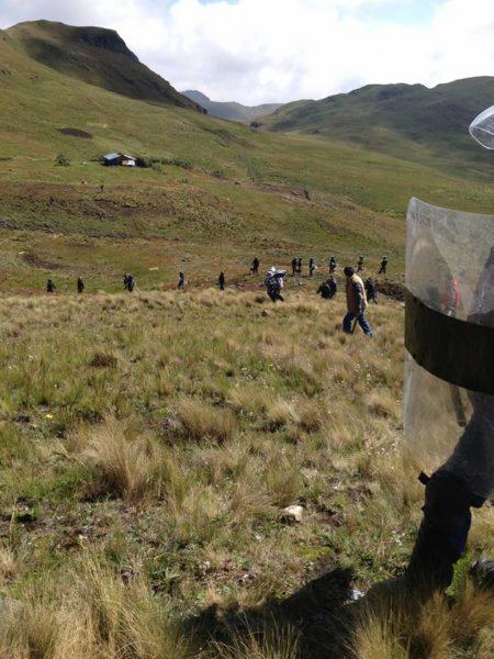 Incursión de la seguridad prrivada de la minera en el predio de Máxima Acuña. Fotografía de Mirtha Vásquez.