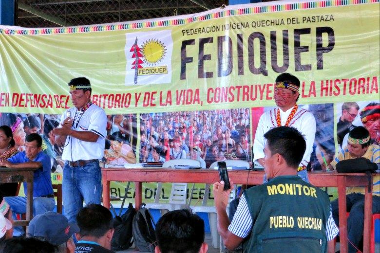 De izquierda a derecha: apu de Nueva Andoas, Teddy Guerra Magin; apu de Fediquep, Aurelio Chino. Fotografía de Milton López.