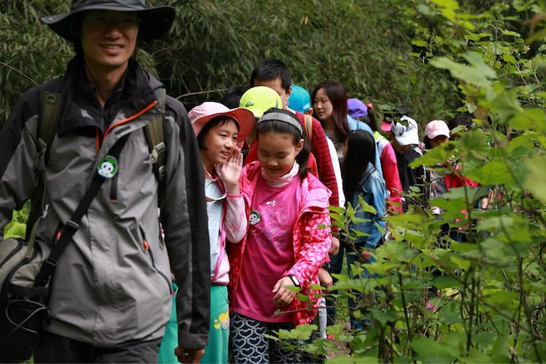 Students attend a nature education program in Longxi-Hongkou National Nature Reserve. Photo courtesy of Baohudi.org.