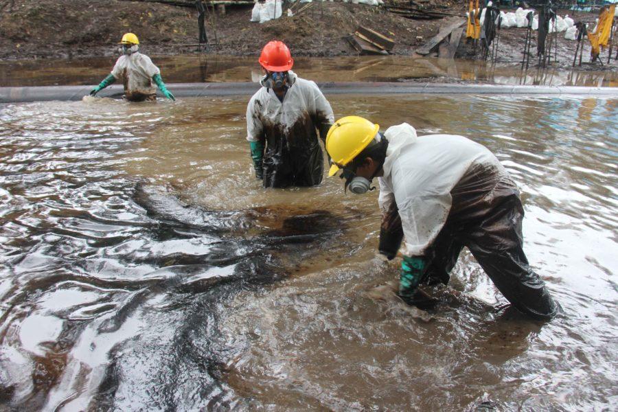 Petroleras contaminan ríos amazónicos peruanos. Fotografía de Barbara Fraser.