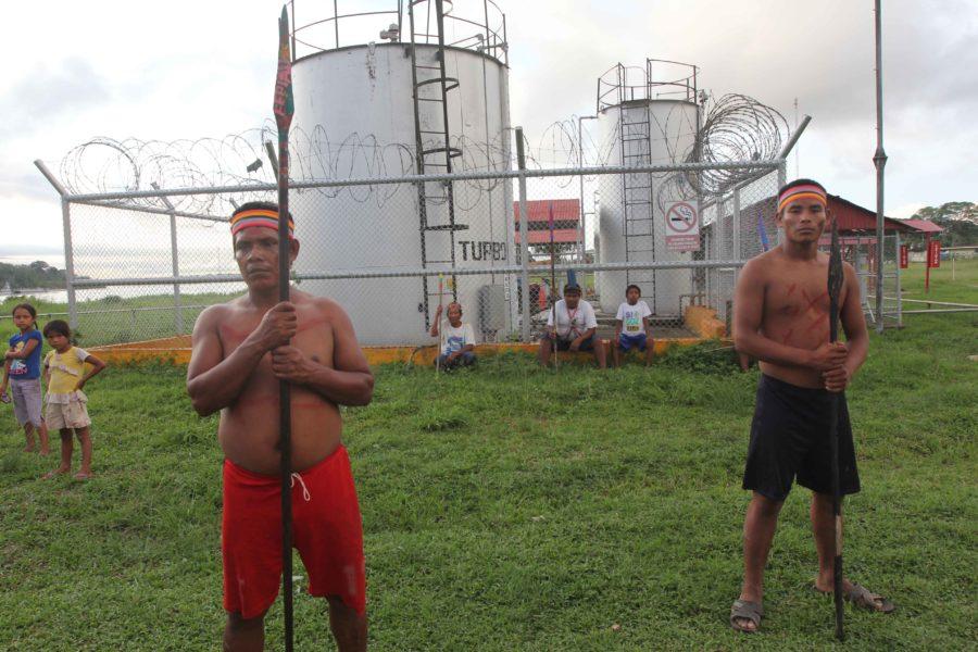 Poblaciones indígenas protestan por titulación de tierras ancestrales frente a la ocupación de trasnacionales. En la imagen protesta en Saramurillo, Loreto, Perú. Foto: Archivo Mongabay Latam.