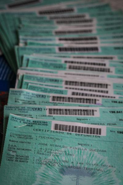 Decenas de certificados de defunciones de ex trabajadores de la empresa ENAMI. Foto/Victor Ruiz Caballero para R35R.