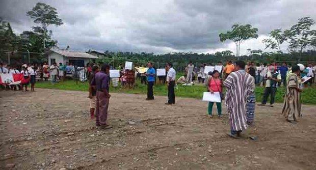 Protesta indígena alrededor de las instalaciones de Repsol. Foto: La República.