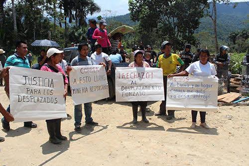 Protesta del pueblo ashuar en contra del desalojo de sus hogares. Foto: Biodiversidadla.org