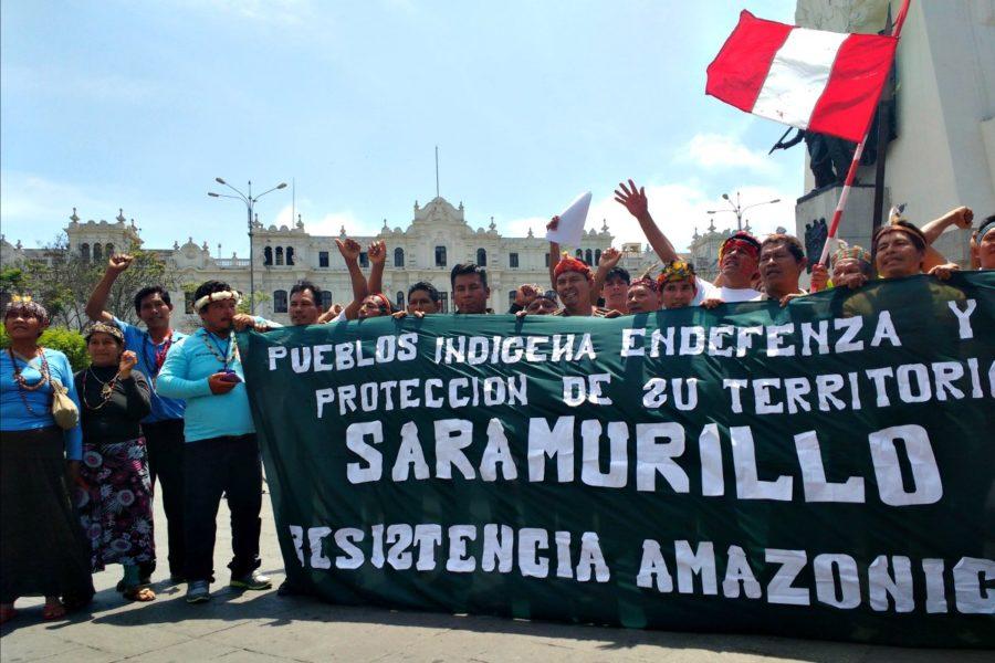 Plantón en la plaza San Martín de líderes indígenas. Foto: Milton López Tarabochia.