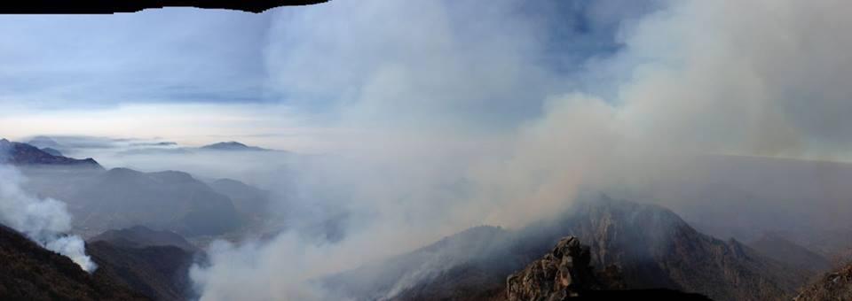 Imágenes registradas esta mañana por el equipo que trabaja para controlar el fuego en Laquipampa. Foto: Cortesía de José Vallejos - Spectacled Bear Conservation Society.