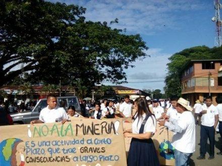 San Vicente del Caguán expresa su rechazo contra la minería en su territorio que amenaza los recursos naturales. Fotografía: Jorge Vásquez.