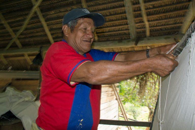 Juan Noa Díaz, 73 años, 66 de ellos en el negocio de la shiringa. Foto de Pablo Merino.