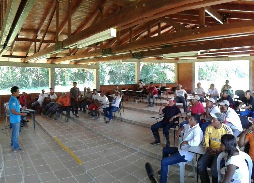 Jornadas de concertación entre los Nukak y funcionarios del Ministerio del Interior. Foto: Cortesía Ministerio del Interior.